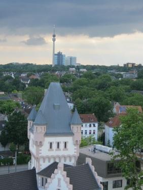 Hörder Burg mit Hörder Skyline | Bildrechte: nickneuwald