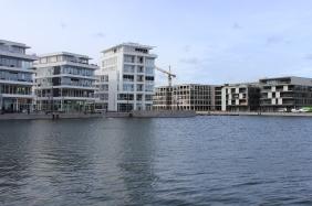 RIVA 1 (Bildmitte) & S.E.A.House (rechts), Mai 2014 | Bildrechte: nickneuwald