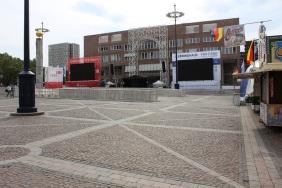 Public Viewing auf dem Friedensplatz | Bildrechte: nickneuwald