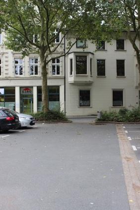 Parkplatz hinter dem Bunker | Bildrechte: nickneuwald