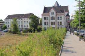 Dieses Grundstück ist für den An-/Erweiterungsbau vorgesehen | Bildrechte: nickneuwald