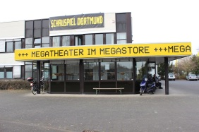 Theater im MEGASTORE | Bildrechte: nickneuwald